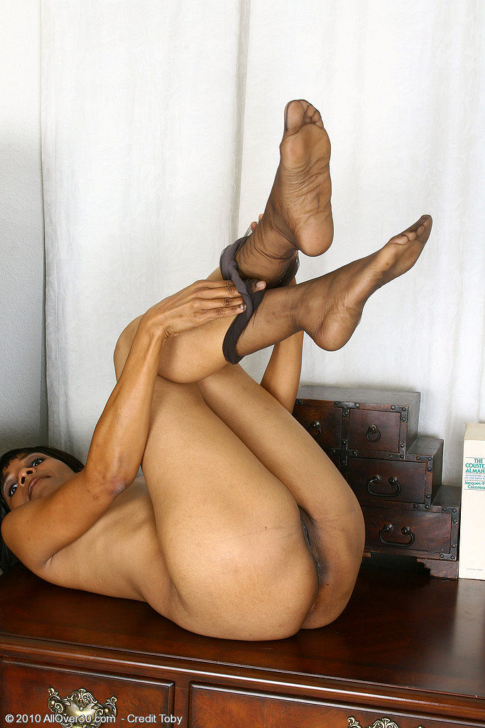 Big ass african girl suck penis and pissing